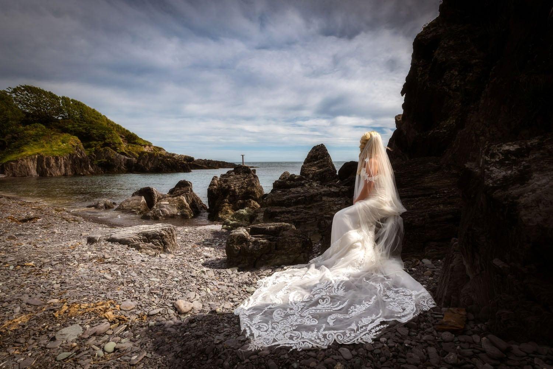 001_Bride-On-An-Irish-Beach