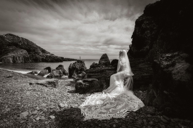 002_Bride-On-An-Irish-Beach