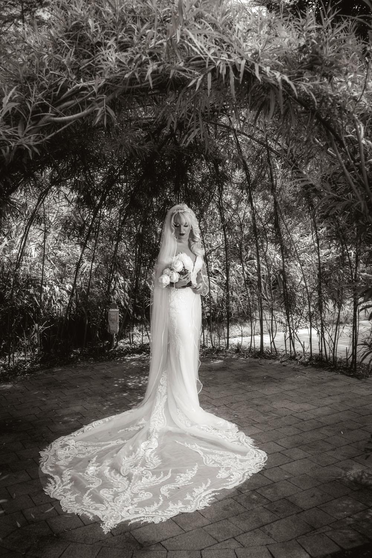 004_Bride-in-an-Irish-Garden