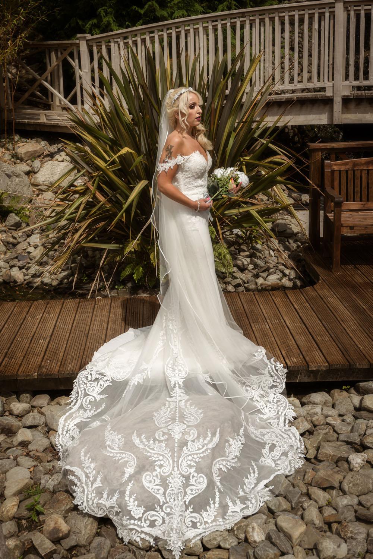 012_Bride-in-an-Irish-Garden