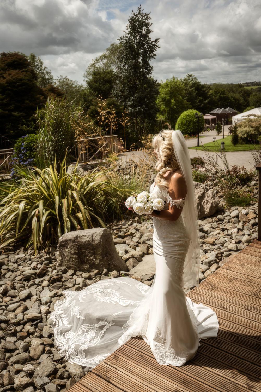 019_Bride-in-an-Irish-Garden