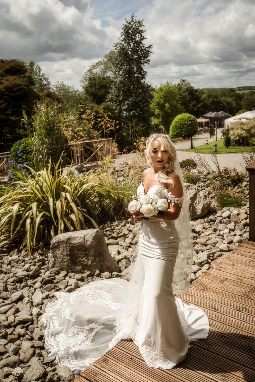 025a_Bride-in-an-Irish-Garden