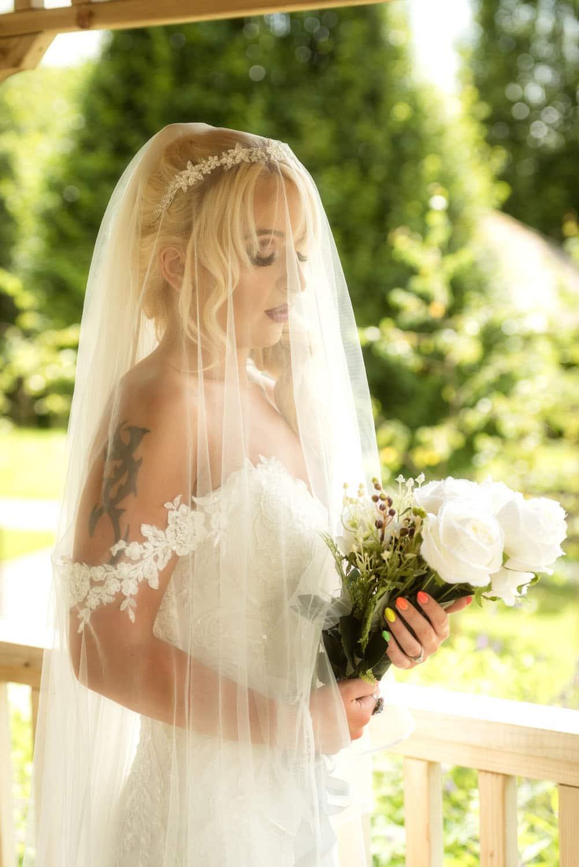 032a_Bride-in-an-Irish-Garden