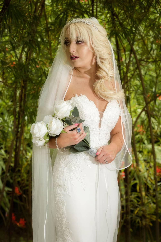 033_Bride-in-an-Irish-Garden