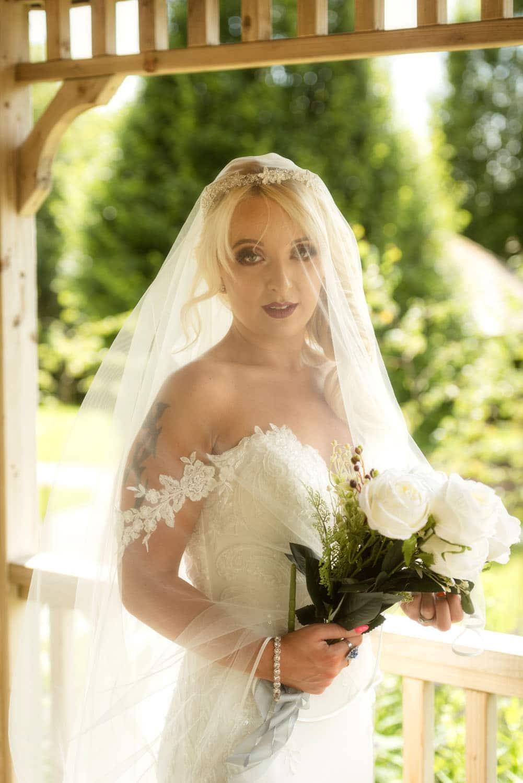 033a_Bride-in-an-Irish-Garden