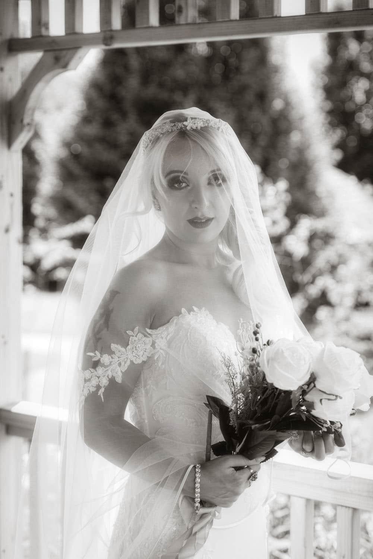 033b_Bride-in-an-Irish-Garden