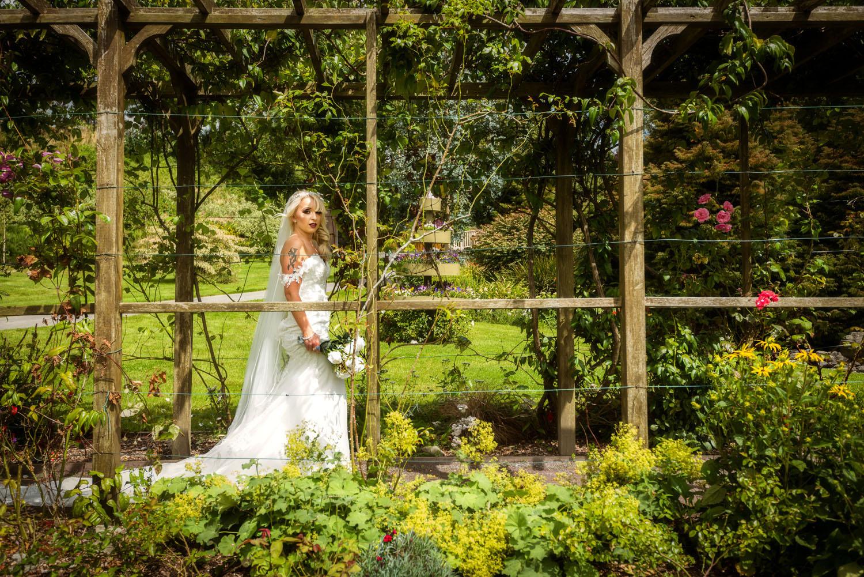 038_Bride-in-an-Irish-Garden