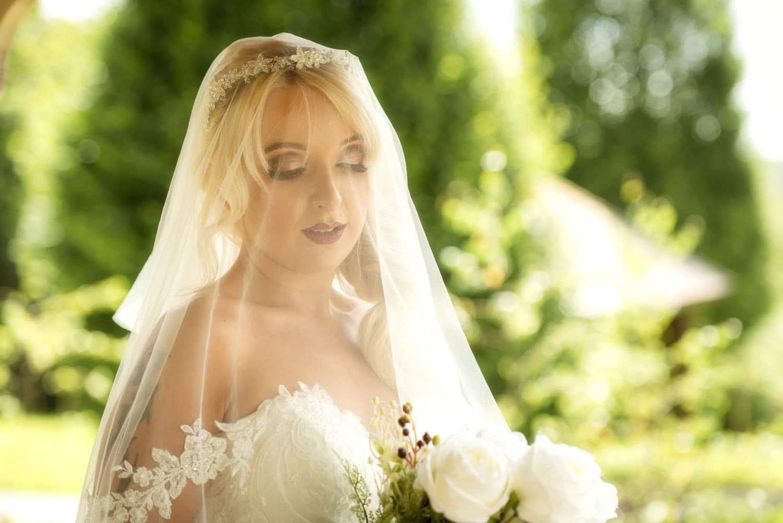 040a_Bride-in-an-Irish-Garden