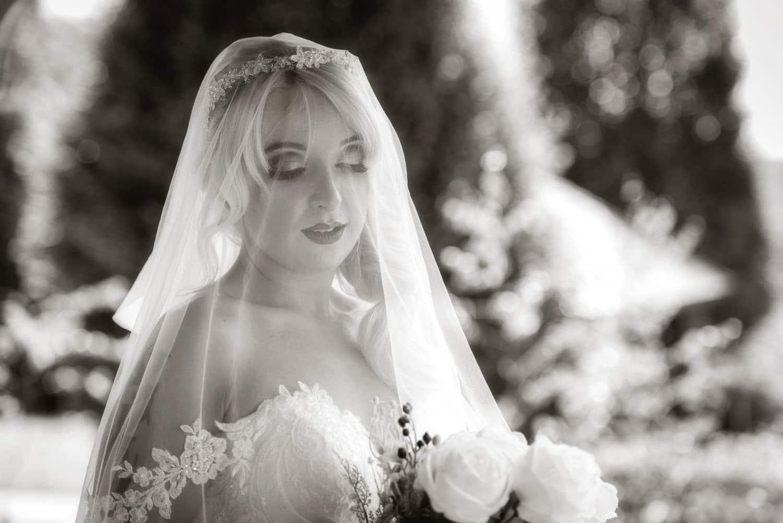 041_Bride-in-an-Irish-Garden