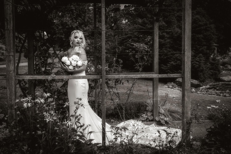 043_Bride-in-an-Irish-Garden