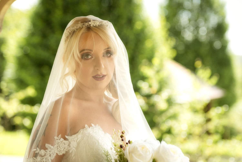 044_Bride-in-an-Irish-Garden