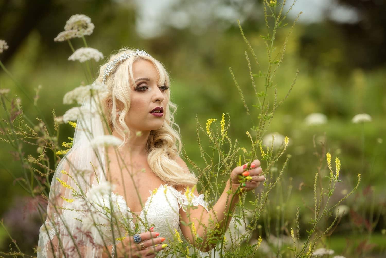 047_Bride-in-an-Irish-Garden
