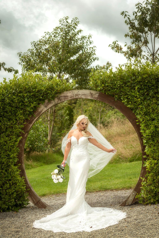 054_Bride-in-an-Irish-Garden