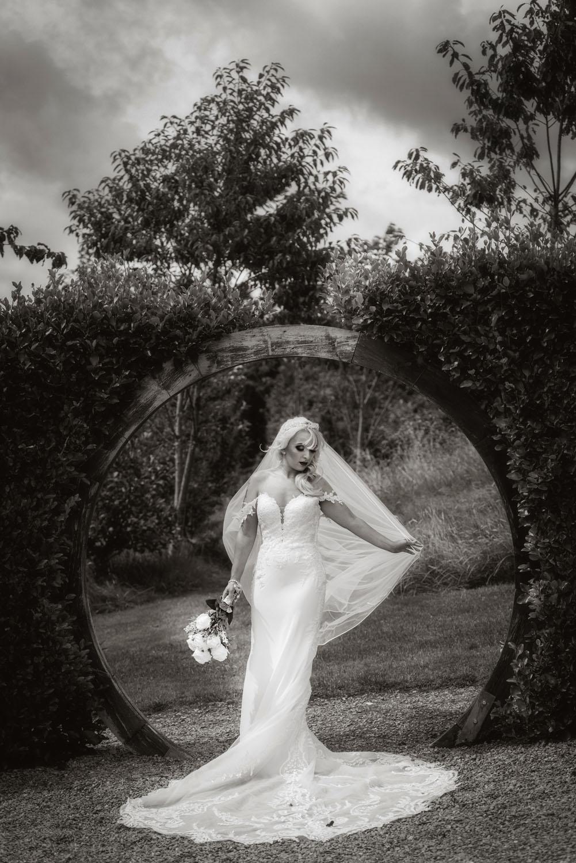 055_Bride-in-an-Irish-Garden