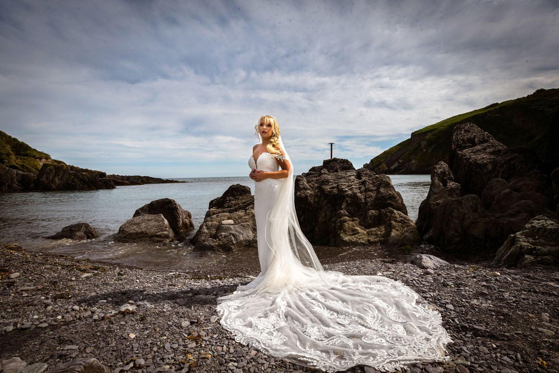 061_Bride-On-An-Irish-Beach