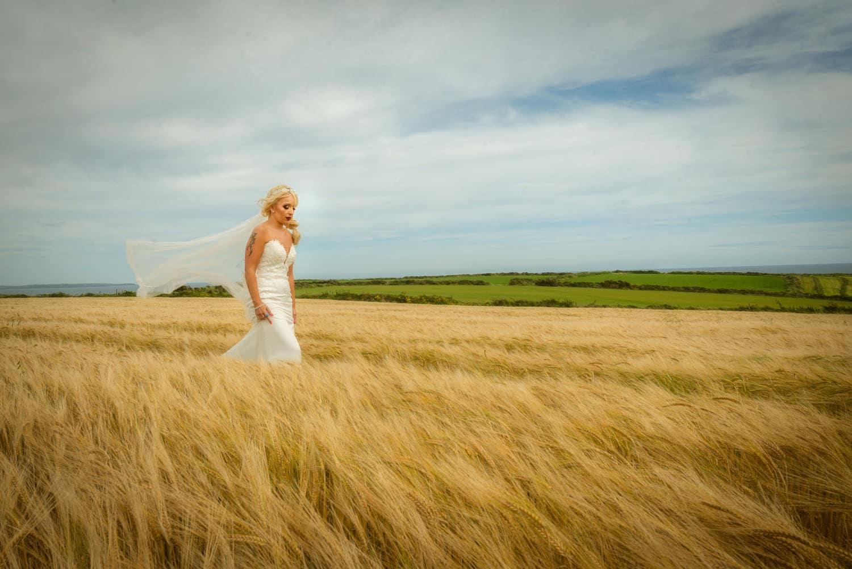 072_Bride-in-a-corn-field