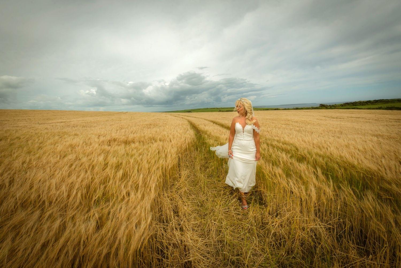 078_Bride-in-a-corn-field