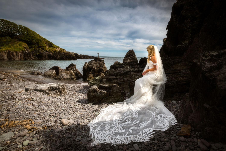 084_Bride-On-An-Irish-Beach