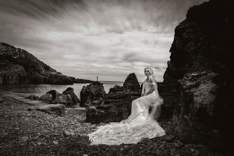 086_Bride-On-An-Irish-Beach