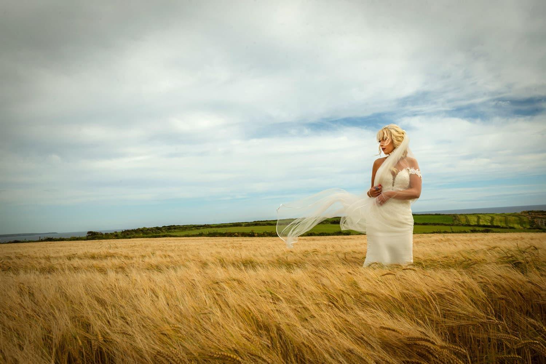 8_Bride-in-a-corn-field
